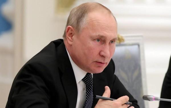 MOSCOW, RUSSIA – DECEMBER 24, 2019: Russia's President Vladimir Putin meets with the officials of the State Duma and Federation Council [Lower and Upper Houses of the Russian Parliament] at the Moscow Kremlin. Mikhail Klimentyev/Russian Presidential Press and Information Office/TASS  Ðîññèÿ. Ìîñêâà. Ïðåçèäåíò Ðîññèè Âëàäèìèð Ïóòèí âî âðåìÿ òðàäèöèîííîé âñòðå÷è â Êðåìëå ñ ðóêîâîäñòâîì Ñîâåòà Ôåäåðàöèè ÐÔ è Ãîñóäàðñòâåííîé Äóìû ÐÔ, à òàêæå ïðîôèëüíûõ êîìèòåòîâ îáåèõ ïàëàò ðîññèéñêîãî ïàðëàìåíòà. Ìèõàèë Êëèìåíòüåâ/ïðåññ-ñëóæáà ïðåçèäåíòà ÐÔ/ÒÀÑÑ